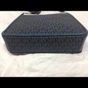 755882fd4983 Michael Kors Bags - Michael Kors Gloria Pocket Swing Pack Admiral